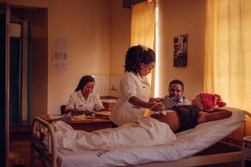 Pour un accès effectif des femmes et des filles aux services de santé sexuels et reproductifs